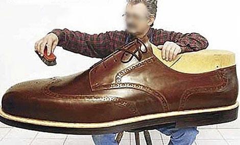 皮鞋怎么改色?