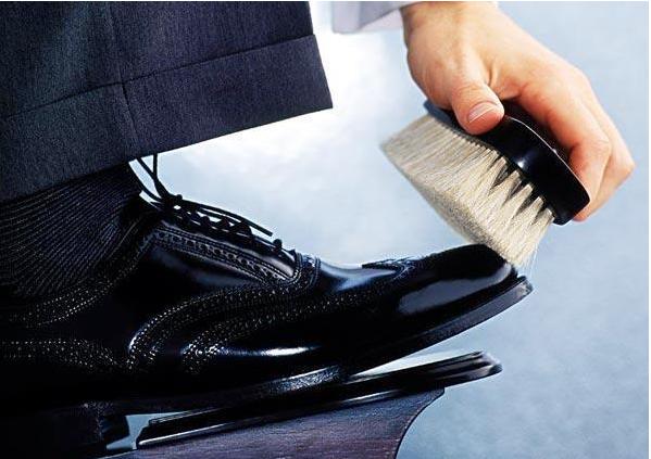 怎么清洗皮鞋?/光面皮鞋怎么洗?