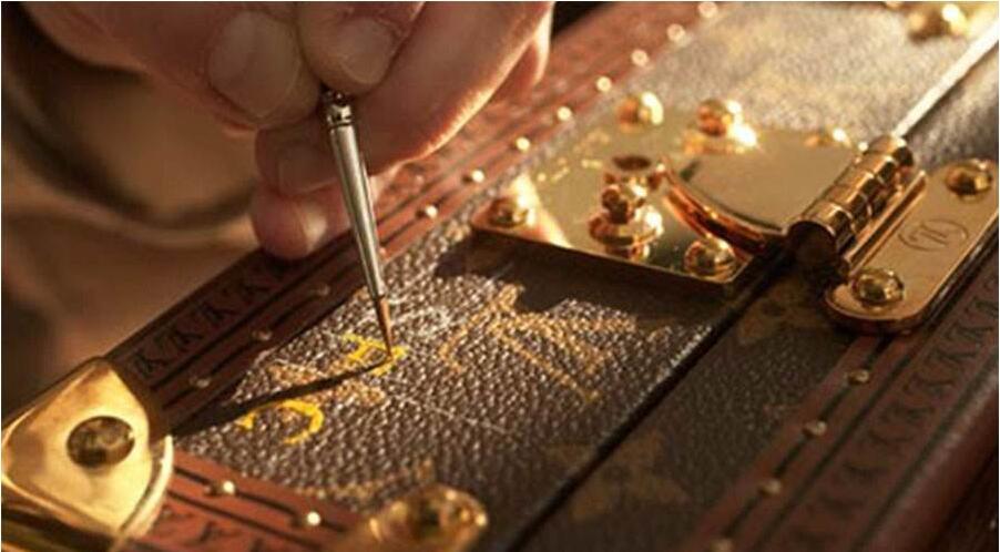 专业奢侈品皮具护理工艺流程